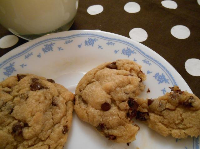 Chewy Chocolate Chip Cookies | Tulips & Rain